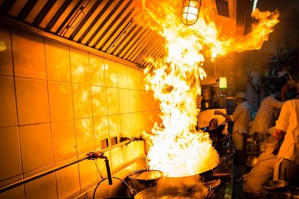 Bếp từ công nghiệp hoàn toàn giải quyết các bệnh nghề nghiệp đầu bếp